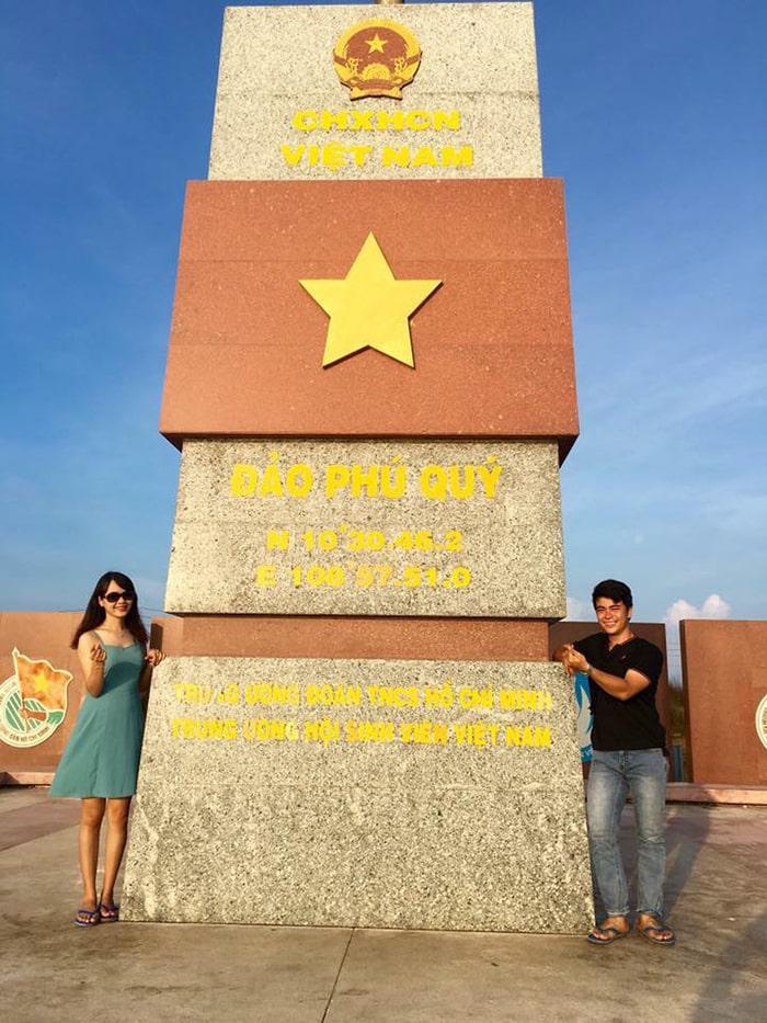 Cột mốc trên đảo Phú Quý
