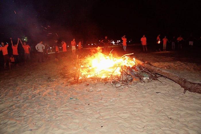 Đốt lửa trại ở mũi Kê Gà