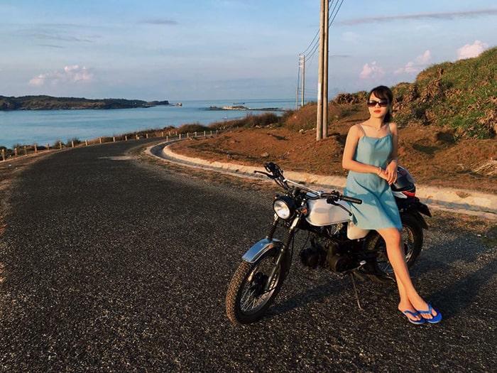 Xe máy là phương tiện đi lại chủ yếu trên đảo