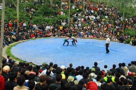 Nghệ An: Lễ hội Đền Vua Mai (mùng 3 – 5 Tết)