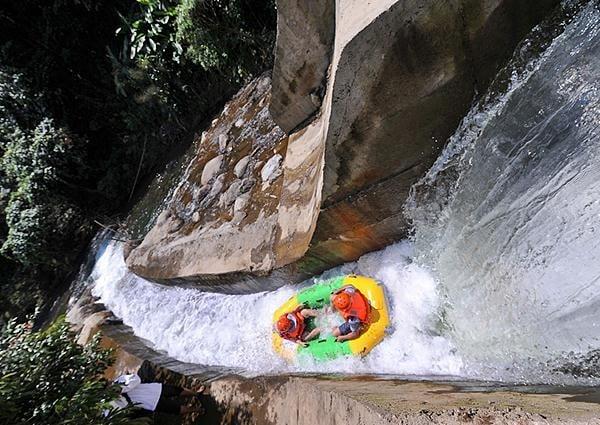 Trải nghiệm cảm giác mạnh với thác nước Hòa Phú Thành