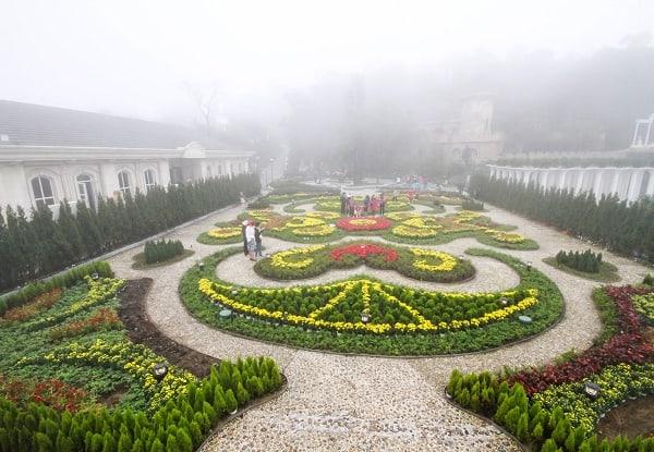 Bà Nà Hills ngập trong màn sương mờ ảo