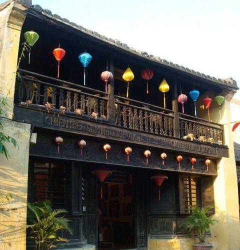 Mặt tiền của nhà cổ Phùng Hưng