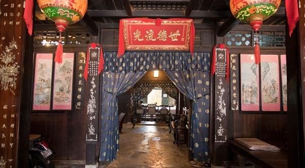 Bên trong nhà cổ Phùng Hưng