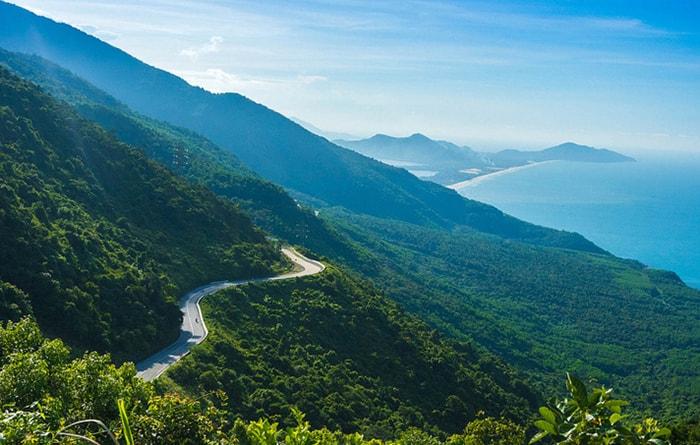 Đèo Hải Vân là một cung đường thách thức mọi phượt thủ