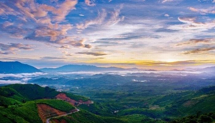 Đèo Long Lanh với khung cảnh thiên nhiên hùng vĩ