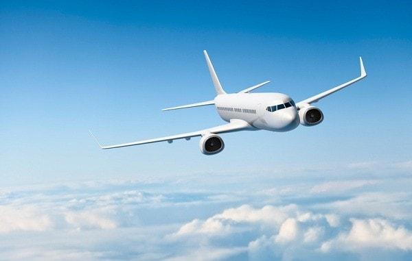 Du khách có thể lựa chọn máy bay là phương tiện di chuyển