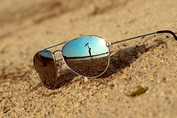Kính mát/kính râm - bảo vệ mắt bạn khỏi ánh nắng chói chang