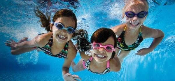 Kính bơi - giúp bạn có thể chiêm ngưỡng cảnh đáy biển