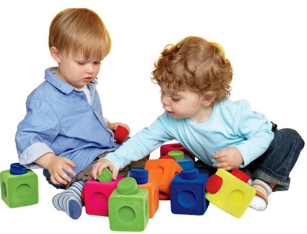 Đồ chơi nên thường xuyên thay đổi để thỏa mãn sự tò mò, hứng thú của bé