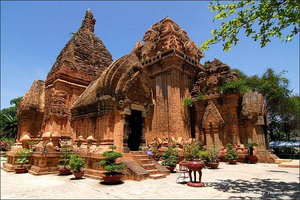 Tháp bà Ponaga đặc trưng cho văn hóa người Chăm Nha Trang