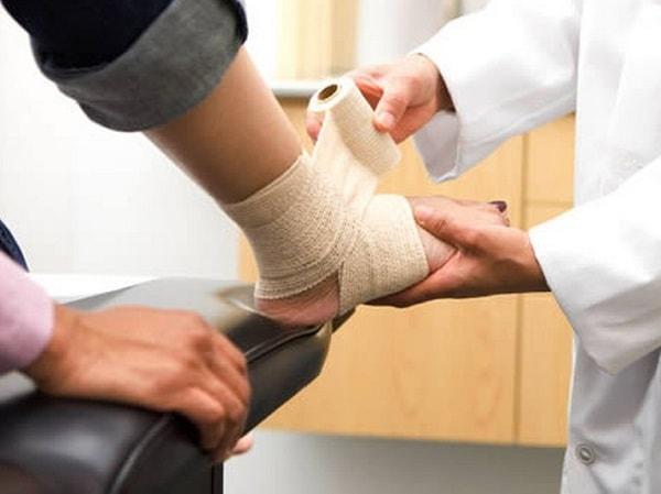 chăm sóc người bị giãn tĩnh mạch chân 3