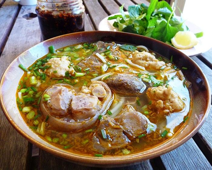 Bún bò là 1 món ăn đặc sản nổi tiếng nhất ở Huế