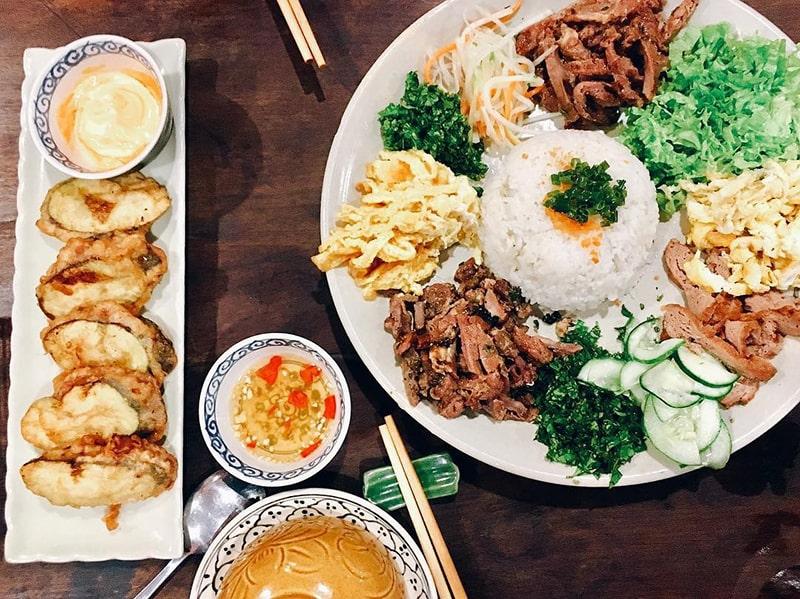 Đặc sản cơm âm phủ nổi tiếng ở Huế