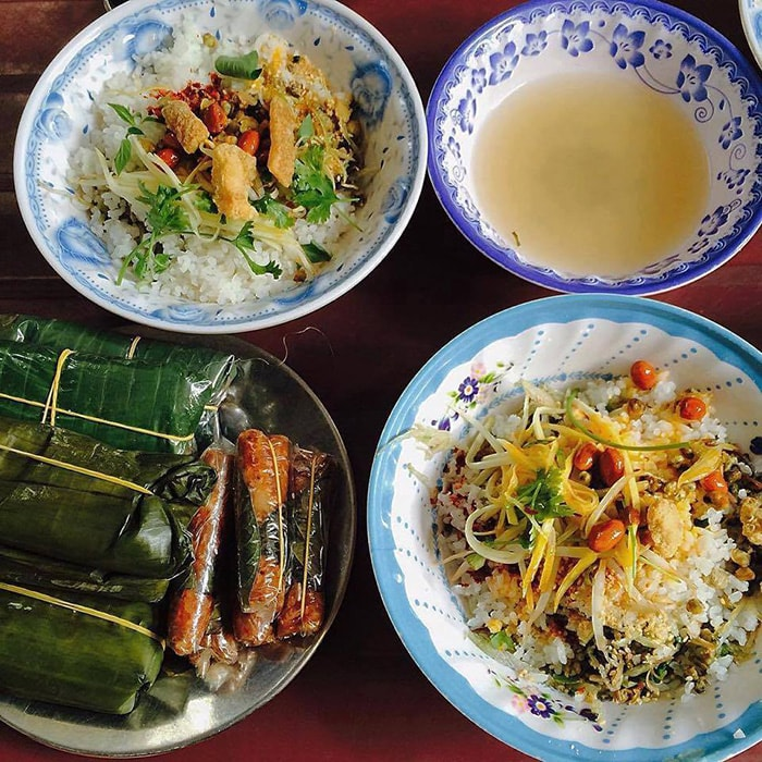 Đặc sản cơm hến nổi tiếng ở Huế