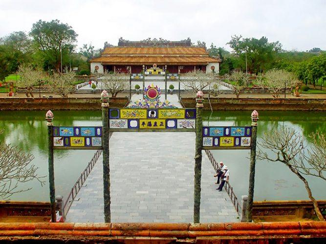 Tham quan điện Thái Hòa ở Huế
