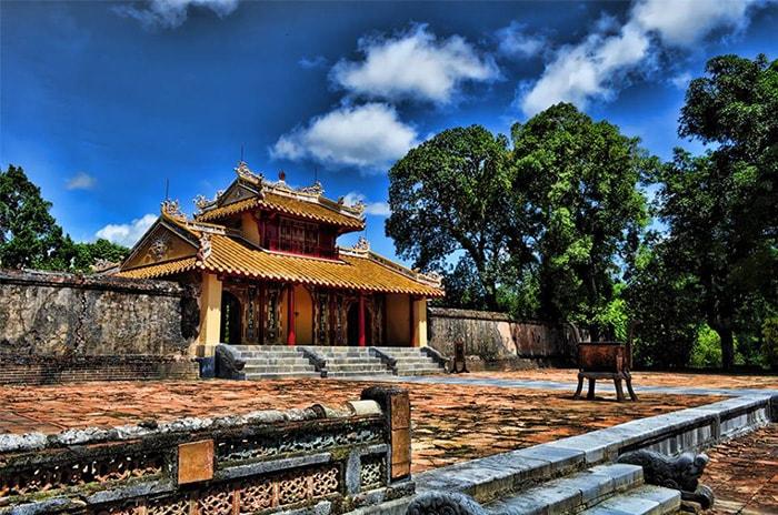 Lăng vua Minh Mạng là địa điểm du lịch nổi tiếng ở Huế
