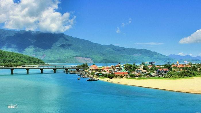 Vịnh Lăng Cô là 1 trong những vịnh biển đẹp nhất thế giới