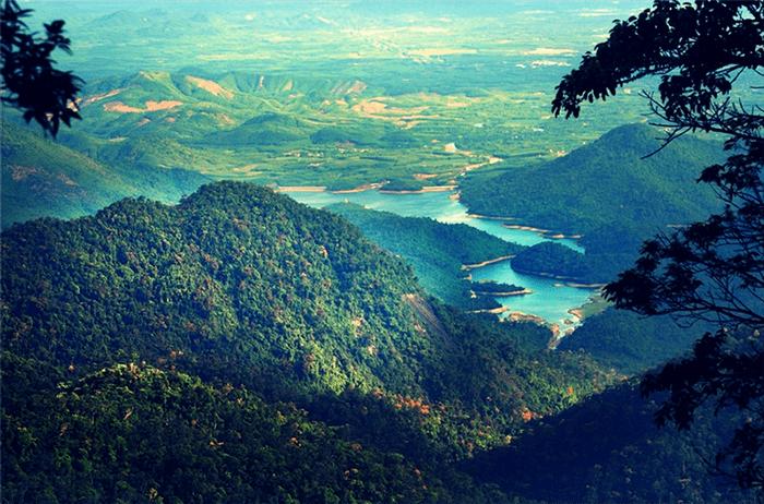 Vườn quốc gia Bạch Mã với khung cảnh tuyệt đẹp