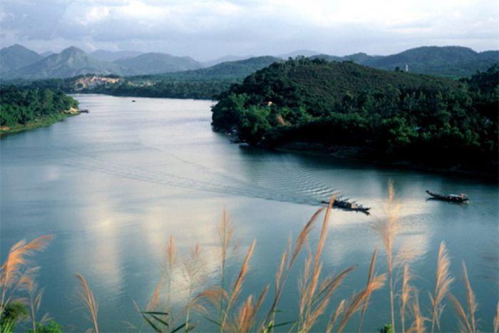 Sông Hương là địa điểm du lịch lý tưởng khi du lịch Huế mùa đông