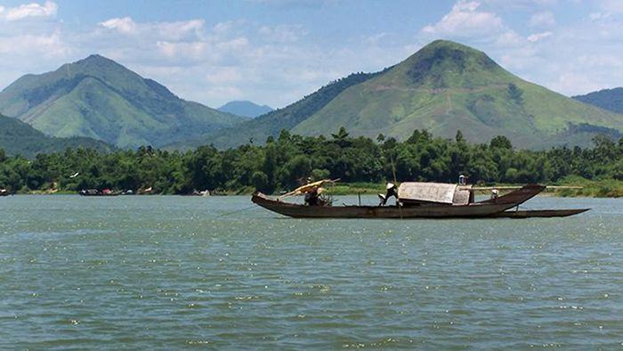 Núi Ngự Bình là là địa điểm tham quan phù hợp khi du lịch Huế mùa thu
