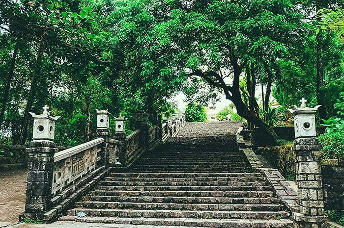 Đồi Thiên An là là địa điểm tham quan phù hợp khi du lịch Huế mùa thu