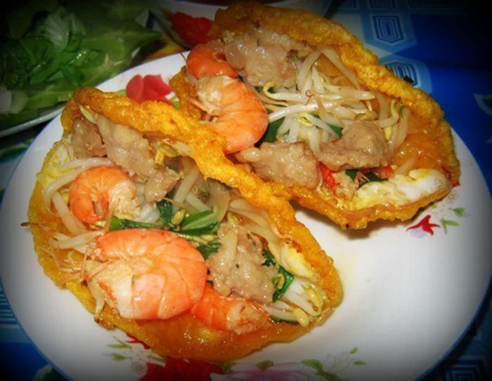 Bánh Khoái Lạc Thiện là món ăn nên ăn khi đi du lịch Huế mùa thu