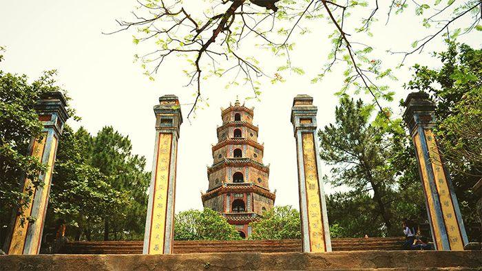 Chùa Thiên Mụ là địa điểm tham quan phù hợp khi du lịch Huế mùa thu