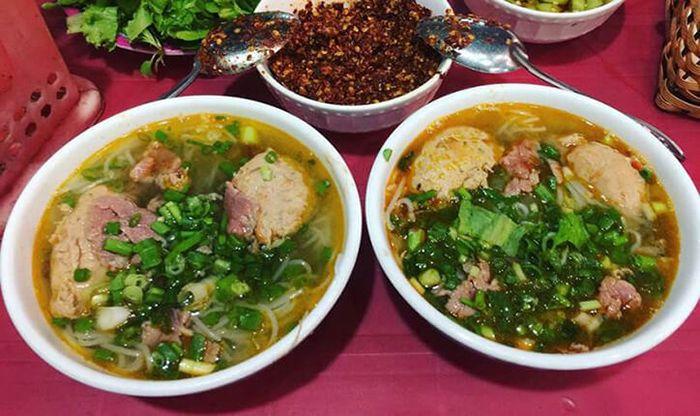 Bún Bò Huế là món ăn đạc sản nên ăn khi đi du lịch Huế mùa xuân