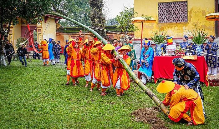 Nghi lễ dựng nêu truyền thống đầu năm ở Huế