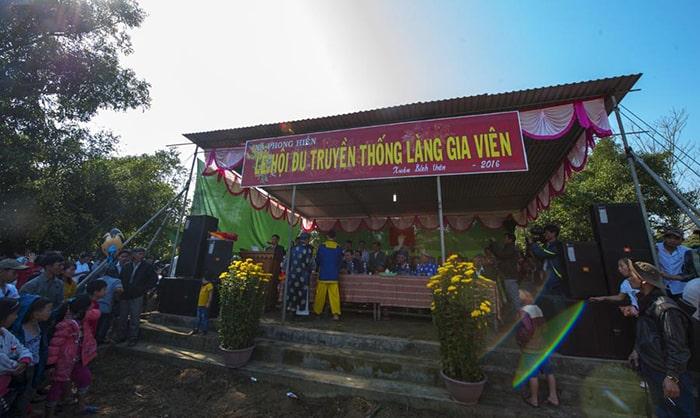 Lễ hội đu tiên ở làng Gia Viên