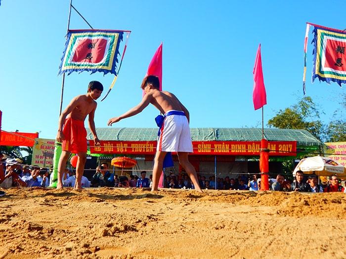 Lễ hội vật của làng Sình