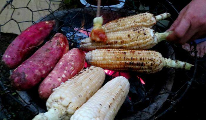 Khoai Lang Nướng và Bắp Nướng là món ăn đặc sản mùa thu ở Huế
