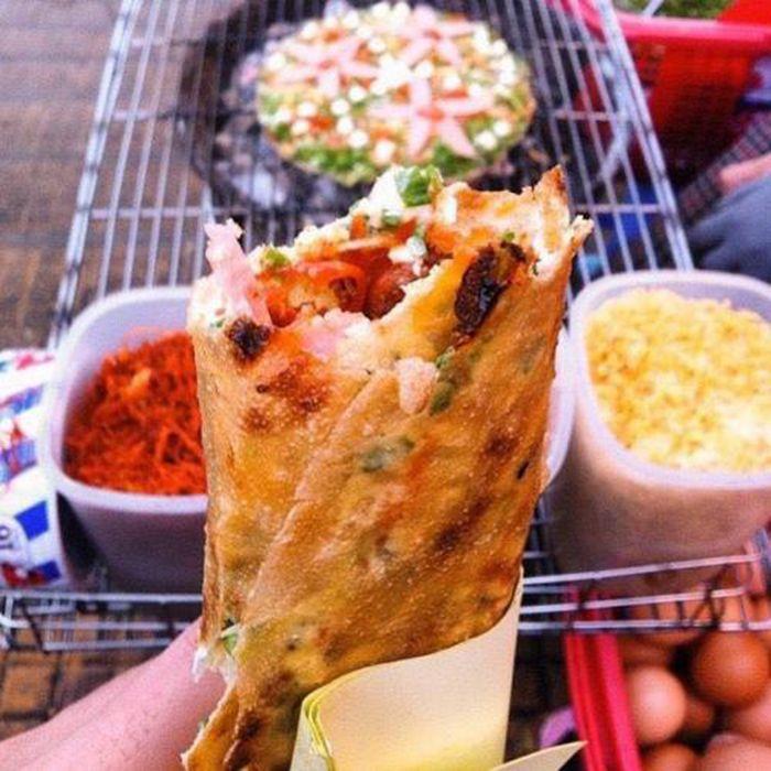 Bánh Tráng Trứng là món ăn đặc sản mùa thu ở Huế
