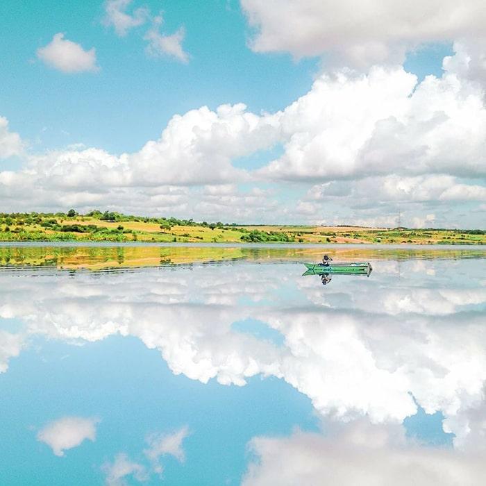 Vẻ đẹp của hồ Bàu Trắng
