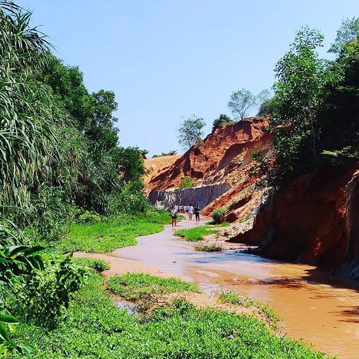 Suối Tiên là địa điểm du lịch khá nổi tiếng