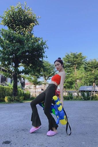 Cô nàng Hòa Minzy đi Thái Lan mùa té nước năm ngoái