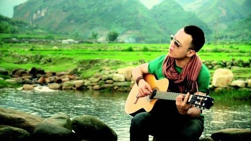 Ca khúc do nhạc sĩ Hà Okio sáng tác, một thời từng là bản hit trong cộng đồng người Việt trẻ