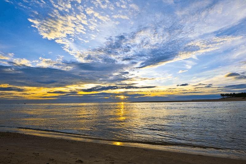 Ngắm bình minh trên bãi biển Nhật Lệ