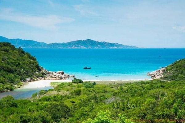 Bãi Nước Ngọt là 1 trong những địa điểm không thể bỏ qua ở Ninh Thuận