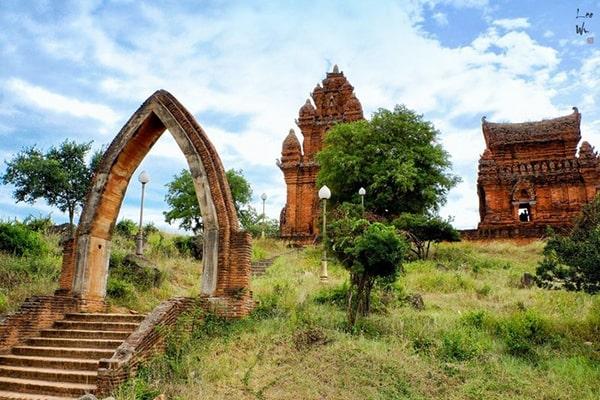 Di tích tháp Po Klong Garai là 1 trong những địa điểm không thể bỏ qua ở Ninh Thuận