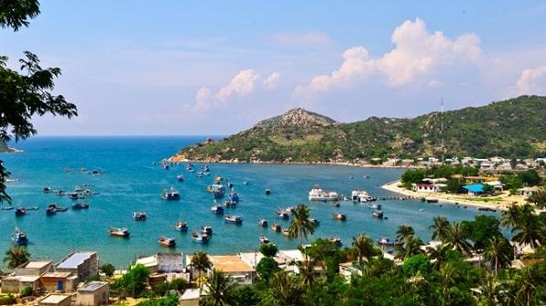 Vịnh Vĩnh Hy là 1 trong những địa điểm không thể bỏ qua ở Ninh Thuận