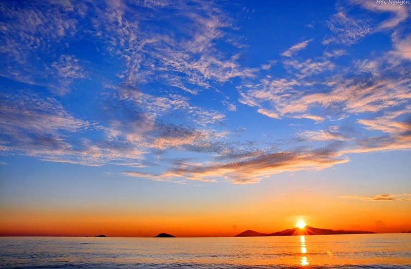Khung cảnh bình minh trên bãi biển Hà My