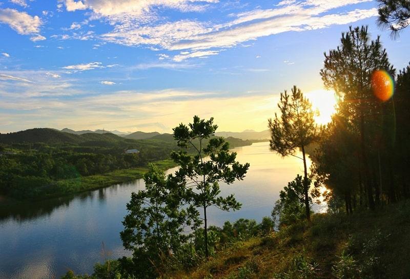 Đồi Vọng Cảnh là một ngọn đồi cao 43m ở phía Tây Nam thành phố Huế