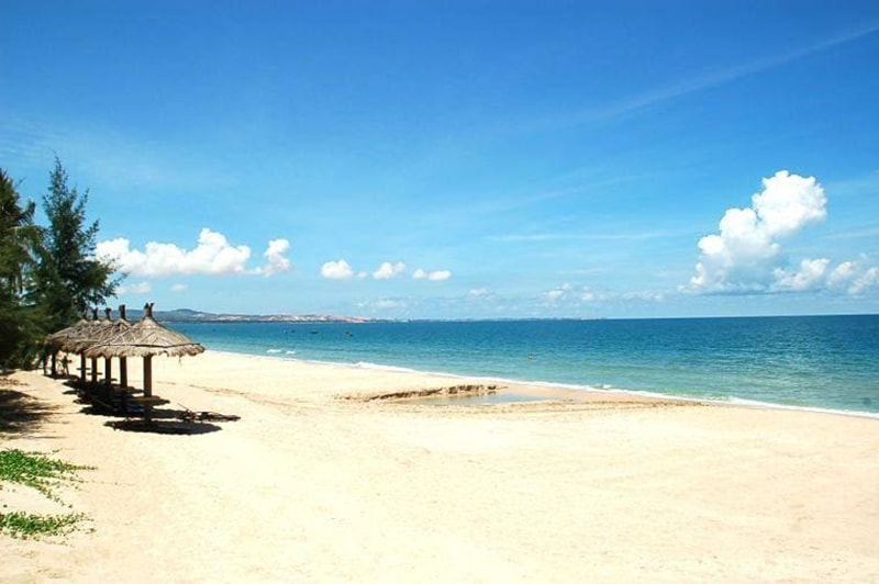 Bãi biển Đồi Dương Lagi nằm ở đâu?