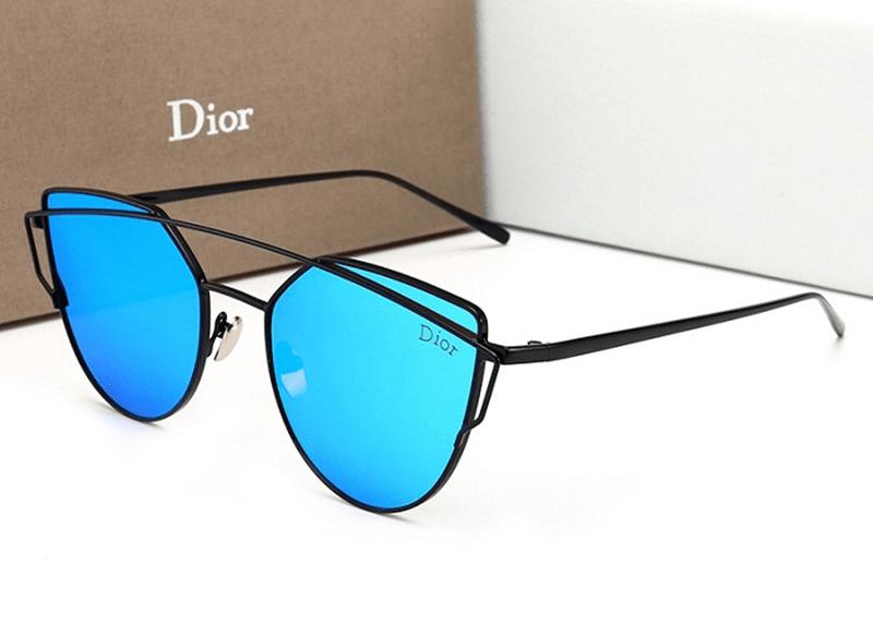 Chiếc kính râm màu xanh này có phù hợp để đi biển không?